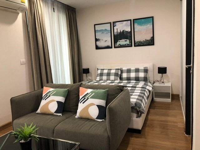For SaleCondoChiang Mai, Chiang Rai : Luxurious condo for sale in the heart of Nimman. Beautifully decorated rooms Pool view, cheaper than the market
