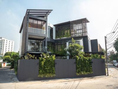 For SaleHouseOnnut, Udomsuk : Beautiful House, Pool Villa, 3-storey single house in the middle of Sukhumvit 71, Phra Khanong