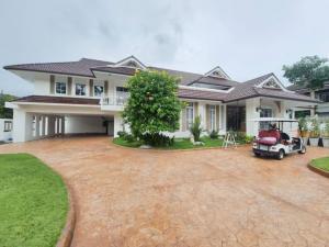 For RentHousePattanakan, Srinakarin : Rent a luxury village. Panya Village, Pattanakarn 30 Road, Panya Pattanakarn, with a private pool, 700 square meters, access to Pattanakarn Road, Sukhumvit (On Nut 17), Klongton, Ramkhamhaeng, Rama 9, New Petchburi Road, the expressway.