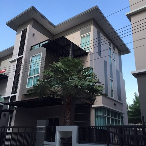 For RentHouseLadprao 48, Chokchai 4, Ladprao 71 : AE0156 A house for rent with 3 bedrooms, Soi Nakniwat 3, 48 sq. Wah, 4 bedrooms, 4 bathrooms, Posh furniture.