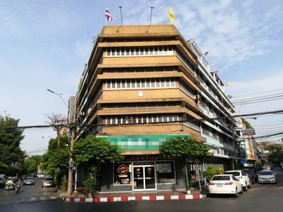 For RentShophousePha Nakorn, Yaowarat : B182 Commercial building for rent, 4 and half storey at Yaowarat Road 3, near the Chalerm Phrakiat roundabout near Hua Lamphong MRT