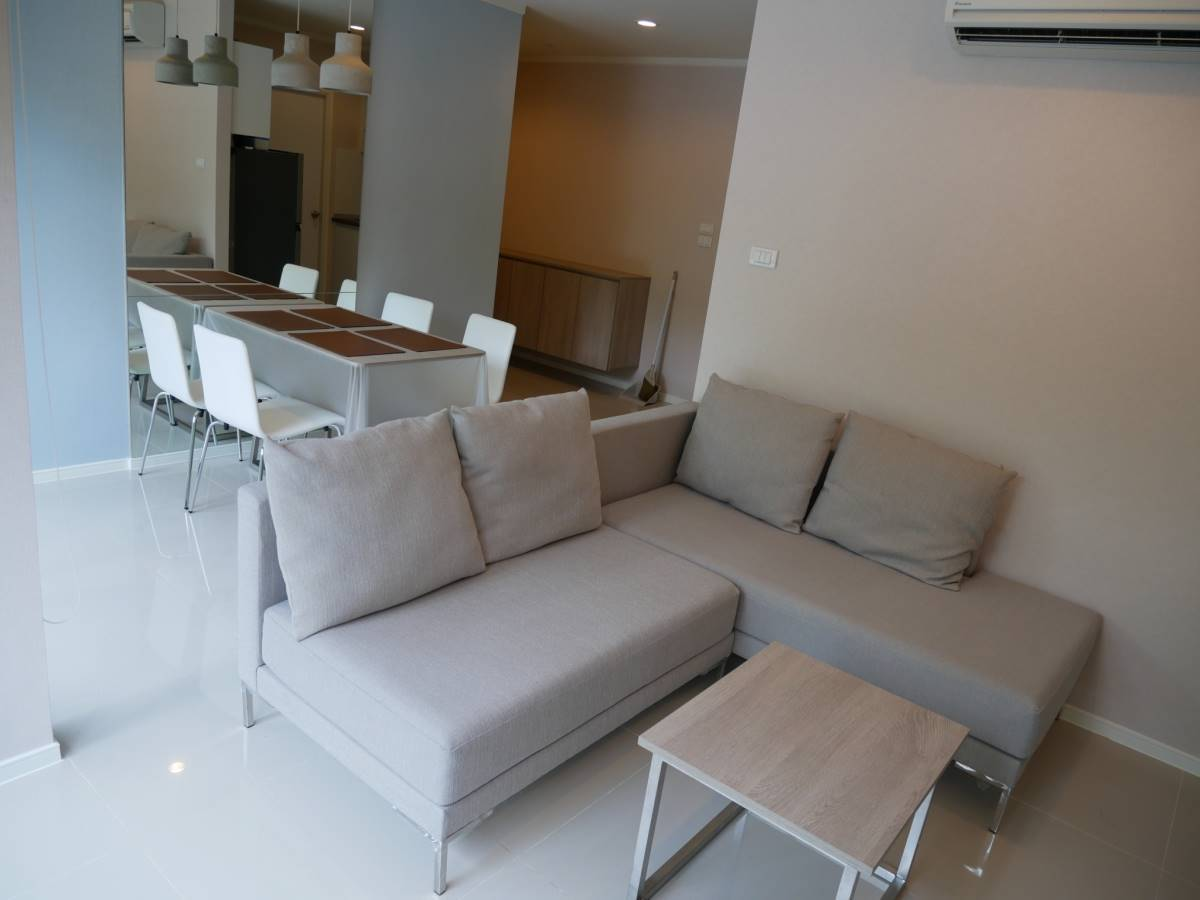 For SaleCondoPhetchaburi : Sell 2 bedroom condo with a swimming pool