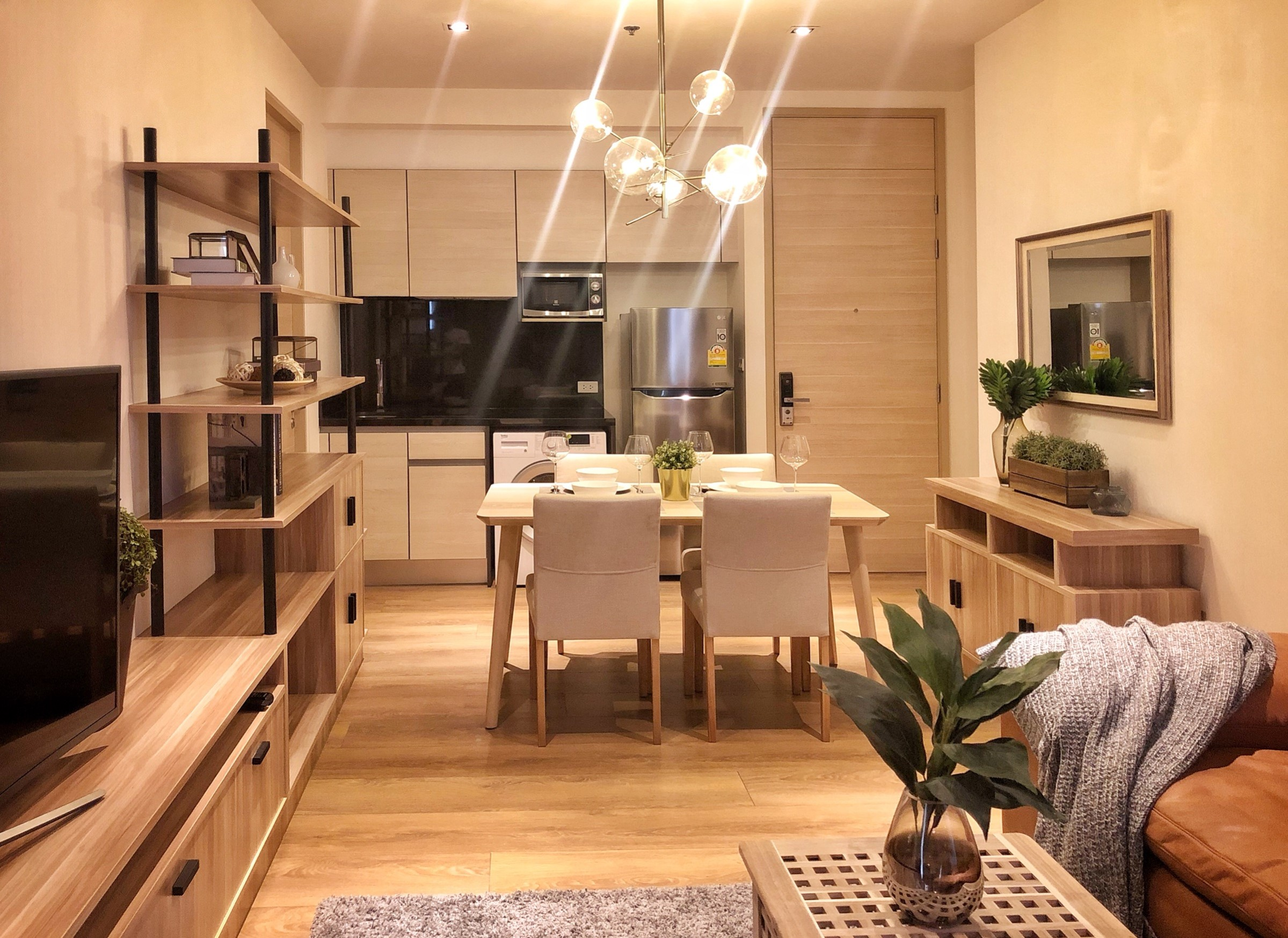 For SaleCondoSukhumvit, Asoke, Thonglor : Park 24 Selling with tenant (2-year contract) Fully furnished 2 bedroom unit with nice view, electrical appliances included.