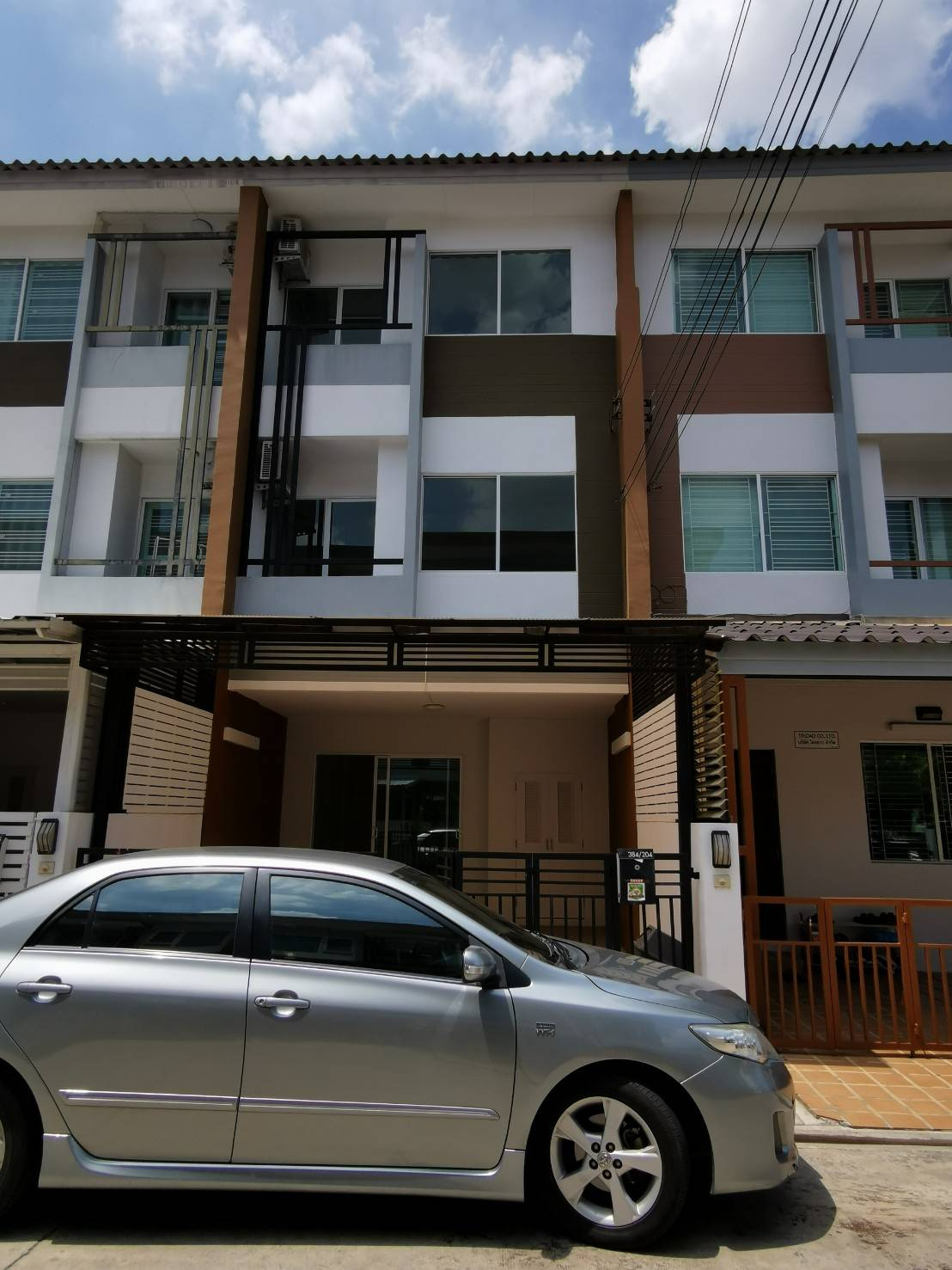 For SaleTownhouseRatchathewi,Phayathai : 3-story townhome for sale, The trust city Ngamwongwan 25, near The Mall, Pantip, near expressway, convenient transportation