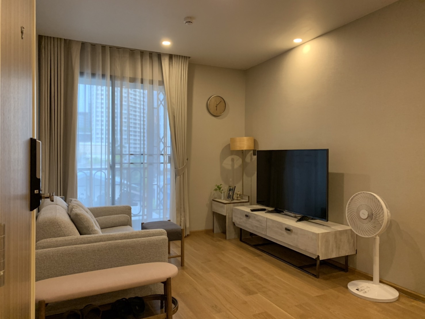 For SaleCondoWitthayu,Ploenchit  ,Langsuan : 2 bedroom condo for sale at BTS Chit Lom @ Na Vara Residence, 74.5 sqm., Pool view, fully furnished, 21.8 million