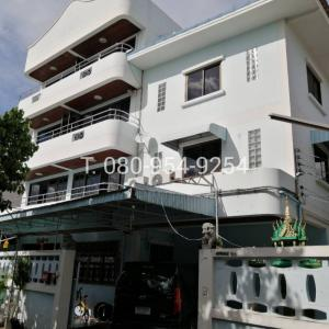 For RentShophouseKaset Nawamin,Ladplakao : Rental building 4 floors, 2 booths with warehouses, Ram Inthra 14 (Mayalap), Soi Prasertmanukij 29, very good location, Soi 6 meters wide, suitable as an office that needs storage space.