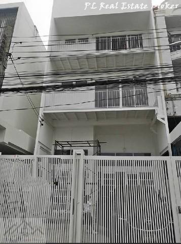 For RentHome OfficeRatchadapisek, Huaikwang, Suttisan : 3-storey home office for rent in Ratchada area, near MRT Sutthisan, 750 meters