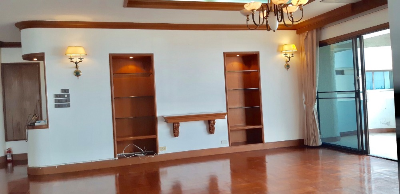 For RentCondoNana, North Nana,Sukhumvit13, Soi Nana : For Rent Tower park Condominiumat sukhumvit 3 with 3 bedroom 3 bathroom 270 sqm BTS nana