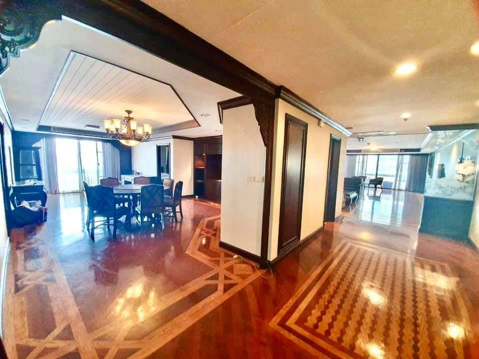 For RentCondoSukhumvit, Asoke, Thonglor : + + + Urgent rent ++ Beautiful big room, good location, Las Colinas Bangkok ** 3 bedrooms 280 sq.m. on 29th floor, decorated in luxurious and luxurious !!!