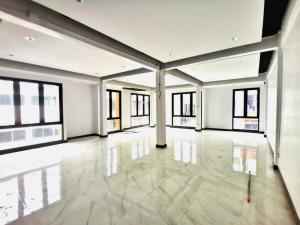 เช่าตึกแถว อาคารพาณิชย์คลองเตย กล้วยน้ำไท : ให้เช่า อาคารพาณิชย์ 5 ชั้นครึ่ง เหมาะทำ ออฟฟิศ สำนักงาน โกดัง ทำเลดี พระราม 4 เนื้อที่ 600 ตรม. (ZW076)