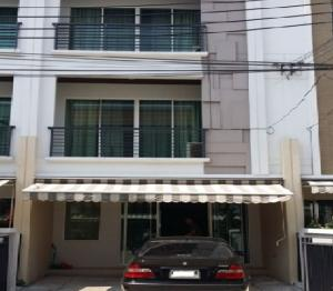 For RentTownhousePattanakan, Srinakarin : Townhome for rent, 3 floor townhome, Townplus Rama 9, Soi Krungthep Kreetha 7 or Soi Ramkhamhaeng 60, very beautiful house. Newly renovated house after 5 air conditioners. Fully Furnished.