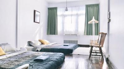 For RentTownhouseWongwianyai, Charoennakor : *> For Rent <* Vintage 3-story townhome, Charoennakorn 14/1, near ICON Siam