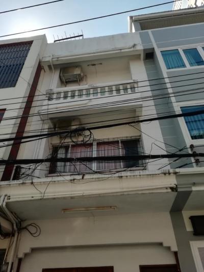 เช่าตึกแถว อาคารพาณิชย์พัทยา บางแสน ชลบุรี : ให้เช่าอาคารพาณิชย์ถูกมาก ชายหาดจอมเทียน พัทยา 4 ชั้น เดิน 20 เมตร จากชายหาดจอมเทียน พัทยาจากหน้าบ้านมองเห็นชายหาด