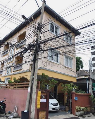 For SaleHouseRatchadapisek, Huaikwang, Suttisan : House for sale in Huai Khwang near the MRT, walk to 3 floors, 4 bedrooms, behind the corner, newly renovated, beautiful, overpriced