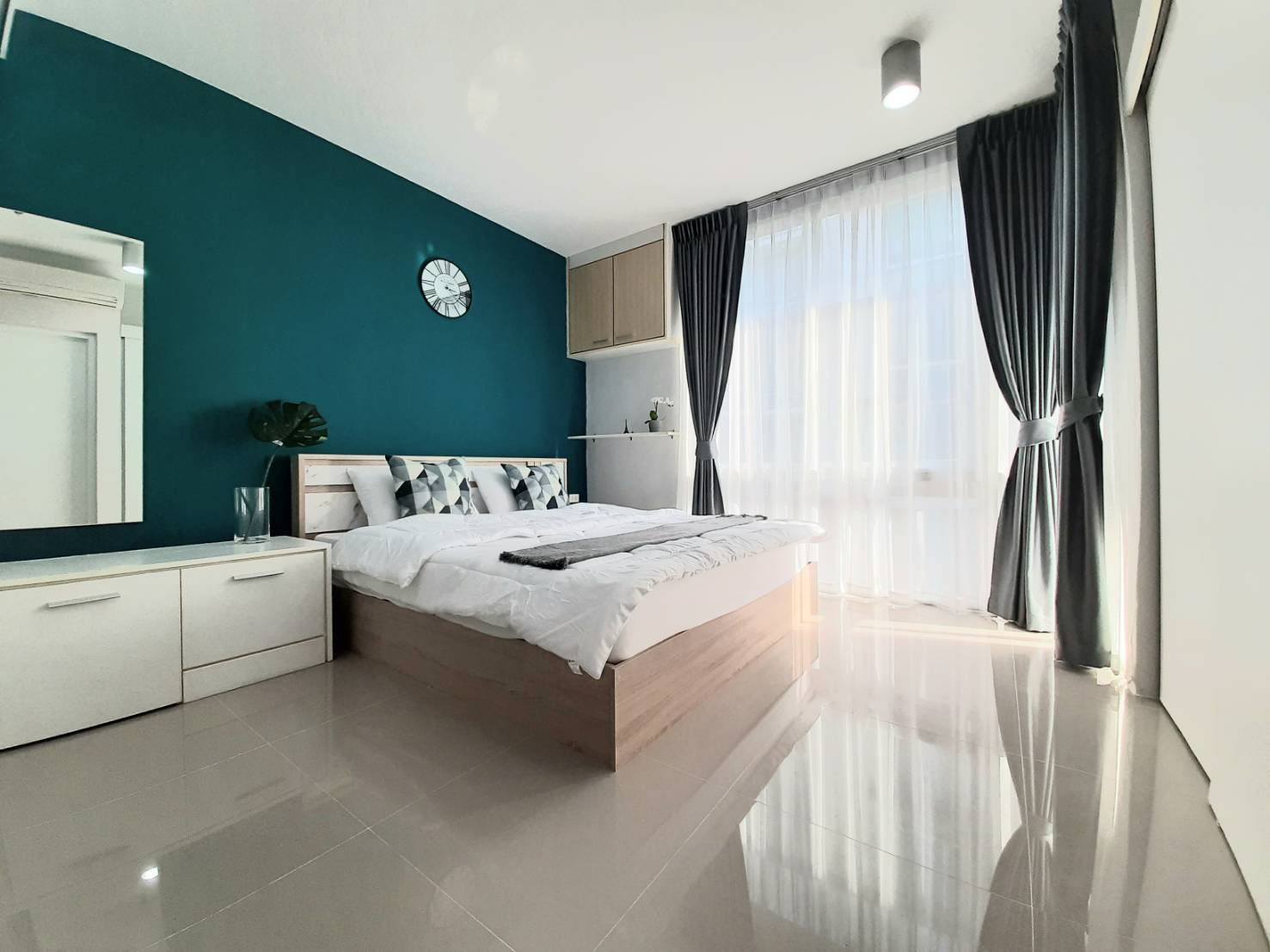 For SaleCondoPattanakan, Srinakarin : For Sale Condo The Iris Srinakarin, Building B, Floor 5, Pool View, beautiful room