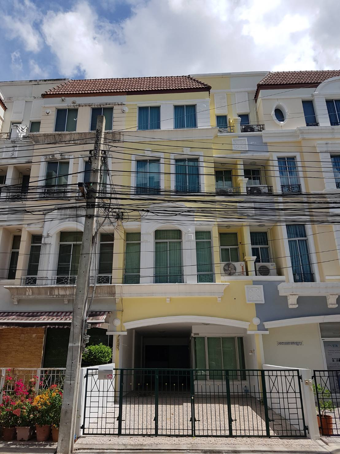 For RentTownhouseSamrong, Samut Prakan : House for rent in the center of British Town, Srinakarin