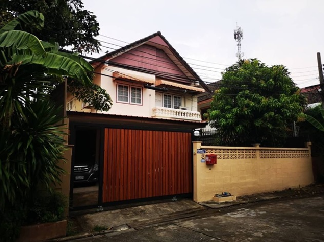 For RentHouseLadprao101, The Mall Bang Kapi : 2-storey detached house for rent, Chuanchom Village, Soi Ladprao 101, Intersection 34, Good location, Fully Furnished, 3 air conditioners, living only Raising animals for rent 23,000 baht