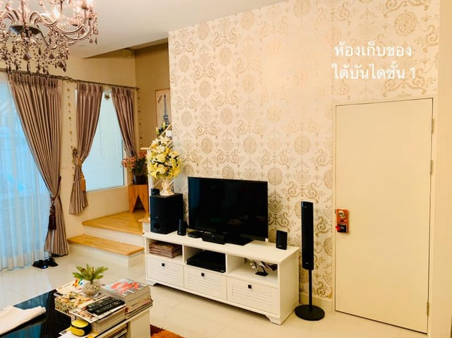 For SaleTownhouseRatchadapisek, Huaikwang, Suttisan : 3-storey townhome for sale, Baan Klang, Ratchada 36, near BTS Ratchayothin. The front of the house faces south. Near central garden