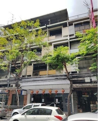For RentShophousePha Nakorn, Yaowarat : Commercial building for rent 4.5 floor, 2 booths on Charoen Krung road Samphanthawong District near MRT Dragon Temple