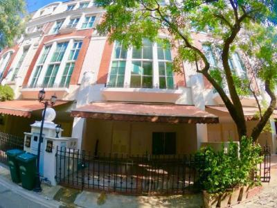 For RentTownhouseSukhumvit, Asoke, Thonglor : Townhouse at Moo Bann Klang Krung Thonglor Opposite of J-Avenue Thonglor for rent