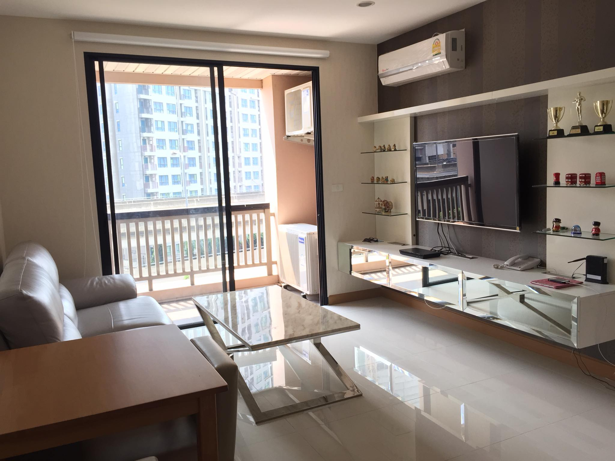 For SaleCondoOnnut, Udomsuk : Sell 1 bedroom, big room, including furniture and electric appliances, worth almost half a million, only 3.2 million baht