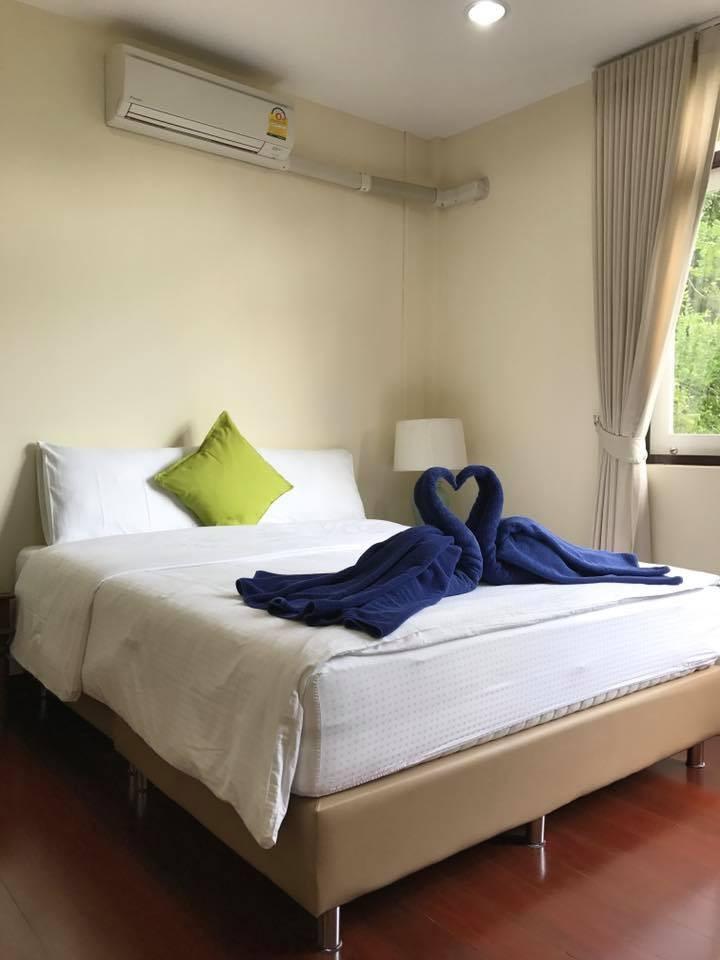 For RentHouseAri,Anusaowaree : RH344 2 and a half storey house for rent, 7 bedrooms, 7 bathrooms, Ari Samphan 3.