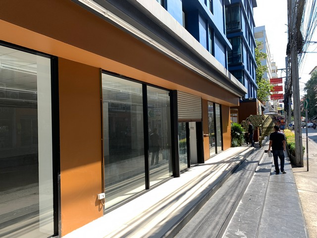 For RentRetailLadprao101, The Mall Bang Kapi : B194 For rent, 1st floor area of Ladprao road next to Lotus. Suitable for many types of businesses.