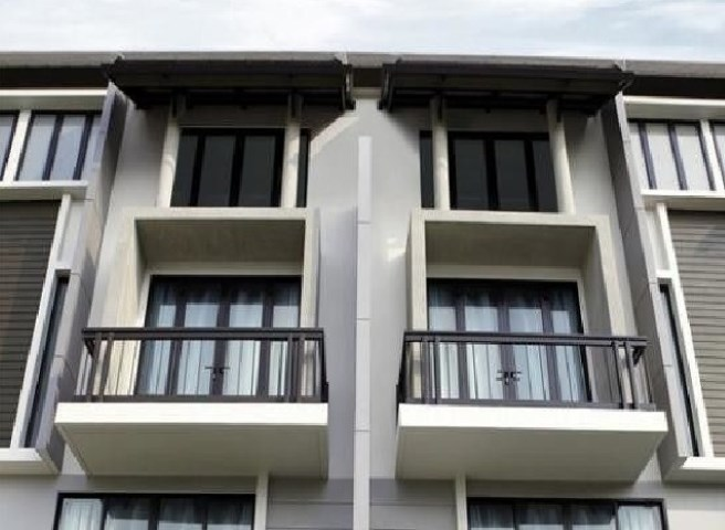 For RentTownhouseOnnut, Udomsuk : 4-story townhome for rent, Areeya Mandarin, Sukhumvit 77, Soi Onnut 39, Zone in front of the project Can be decorated into 8 office air conditioners