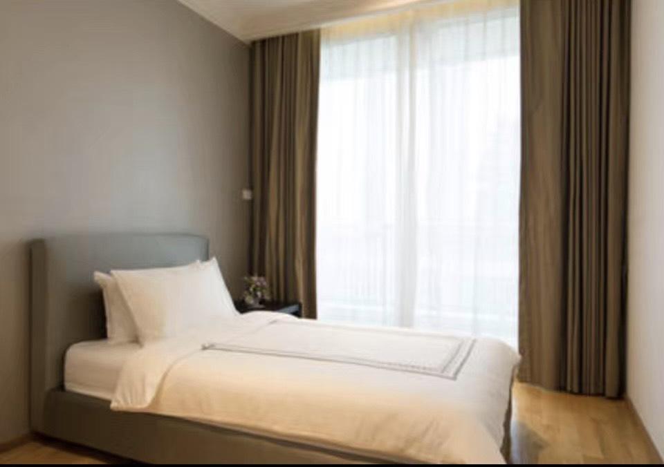 เช่าคอนโดสาทร นราธิวาส : 3 ห้องนอน The Empire Place 60K
