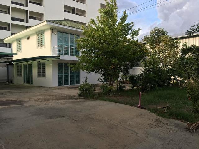 ขายบ้านพัฒนาการ ศรีนครินทร์ : ขายที่ดินพร้อมบ้านเดี่ยวเนื้อที่ 174 ตารางวา ซอยอ่อนนุช 26 ใกล้BTSอ่อนนุช