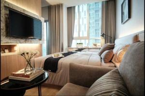 For RentCondoRatchadapisek, Huaikwang, Suttisan : +++ Quick rent // Beautiful decoration +++ >> Noble Revolve Ratchada << 1 bedroom 26 sq.m. Open-plan balcony