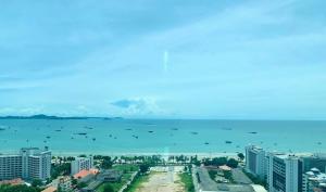 For RentCondoPattaya, Bangsaen, Chonburi : For rent Centric Sea Pattaya 2 bed seafront view with bathtub 28th floor. 2 bedroom, direct sea view, 28th floor bathtub
