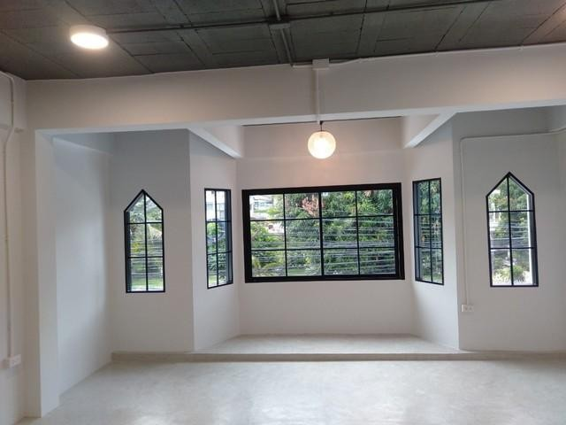 For RentTownhouseWitthayu,Ploenchit  ,Langsuan : 3-storey townhome for rent in Ploenchit area. Renovate near BTS Ploenchit Suitable for office or residence