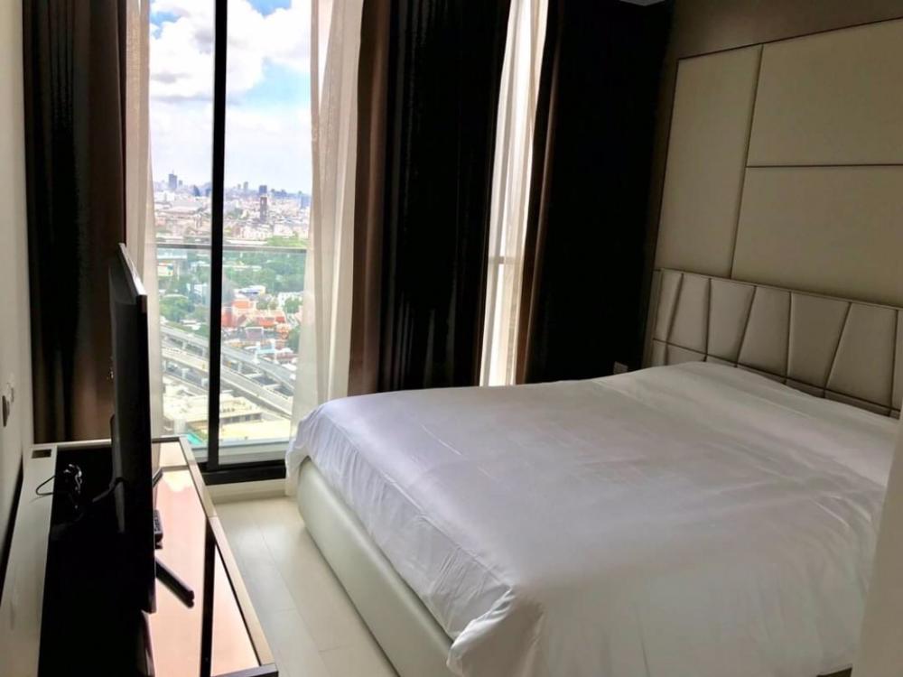 For RentCondoWitthayu,Ploenchit  ,Langsuan : Condo for rent :   Noble Ploenchit Type  :  2  bedroom 2 bathroom Size  : 85 sq.m  Floor  : 29 Rent Price  70,000 Baht/Month