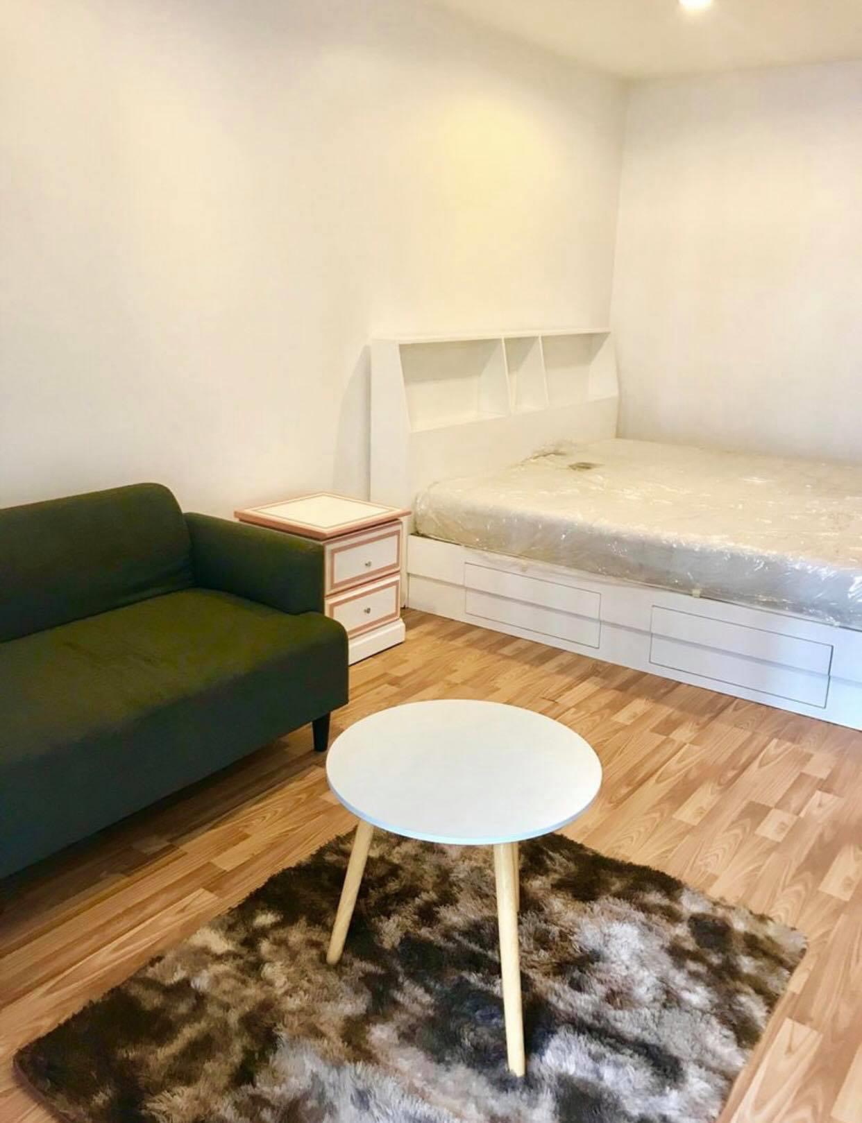 For RentCondoVipawadee, Don Mueang, Lak Si : Rent Regent Home 10 regent home10, built-in furniture, high-gross throughout. 250 meters to electric train