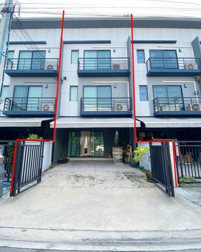 For SaleTownhouseLadkrabang, Suwannaphum Airport : Townhome for sale, Baan Klang Muang, Rama 9, Onnut near Airport Link Thap Chang 18.6 sq.w.