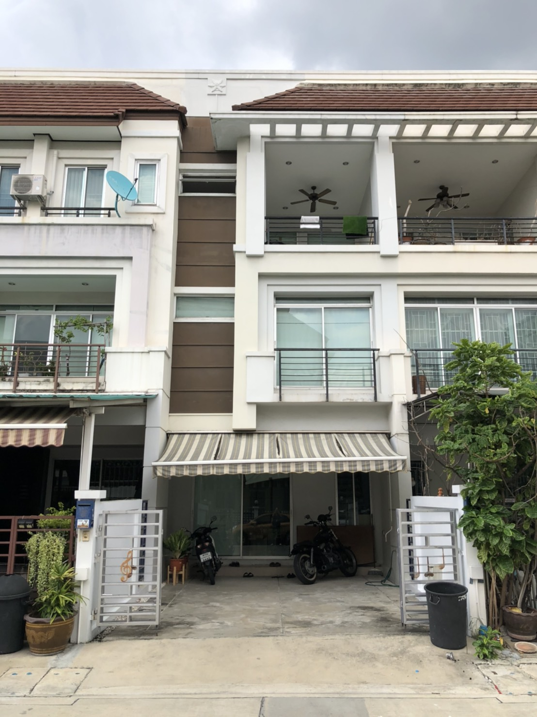 For SaleTownhouseKasetsart, Ratchayothin : House for sale in Klang Krung Ratchavipha, Main Road