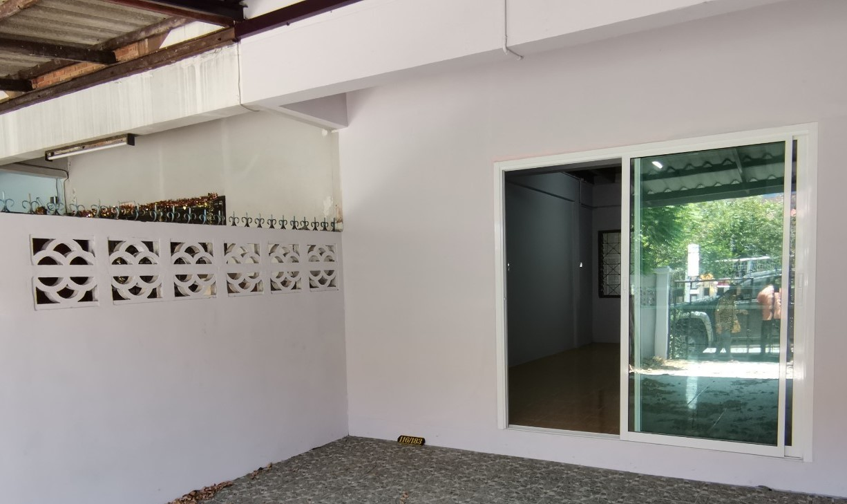 For SaleTownhouseBangbuathong, Sainoi : Beautiful townhouse, completely new, ready to move in. Only 4 km away from Central Westgate. Cheapest in this area!