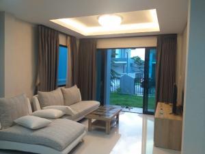 เช่าบ้านระยอง : เช่าบ้าน บ้านเช่า 88/88 โครงการเวลาน่า ในสนามกอล์ฟอีสเทอร์นสตาร์ บ้านฉาง ระยอง อู่ตะเภา ราคา 30000 bath(เจ้าของ) น้อย Tel 0988348263 house for rent velana golf house easternstar baan chang rayong u-tapao fully furnished