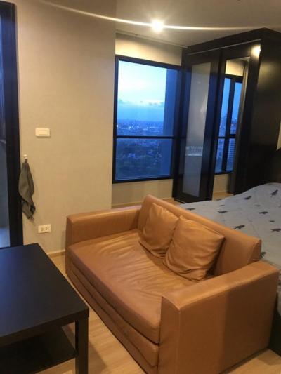 For RentCondoRamkhamhaeng, Hua Mak : Condo for rent, The Base rama9 ramkhumhang Studio, high floor, fully furnished.