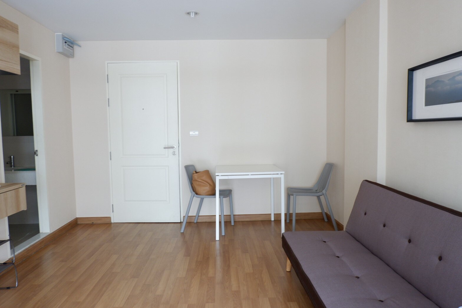 For SaleCondoKhlongtoei, Kluaynamthai : Selling condo 36 sqm. Price can talk to each other. Ready to move in. Fully furnished.