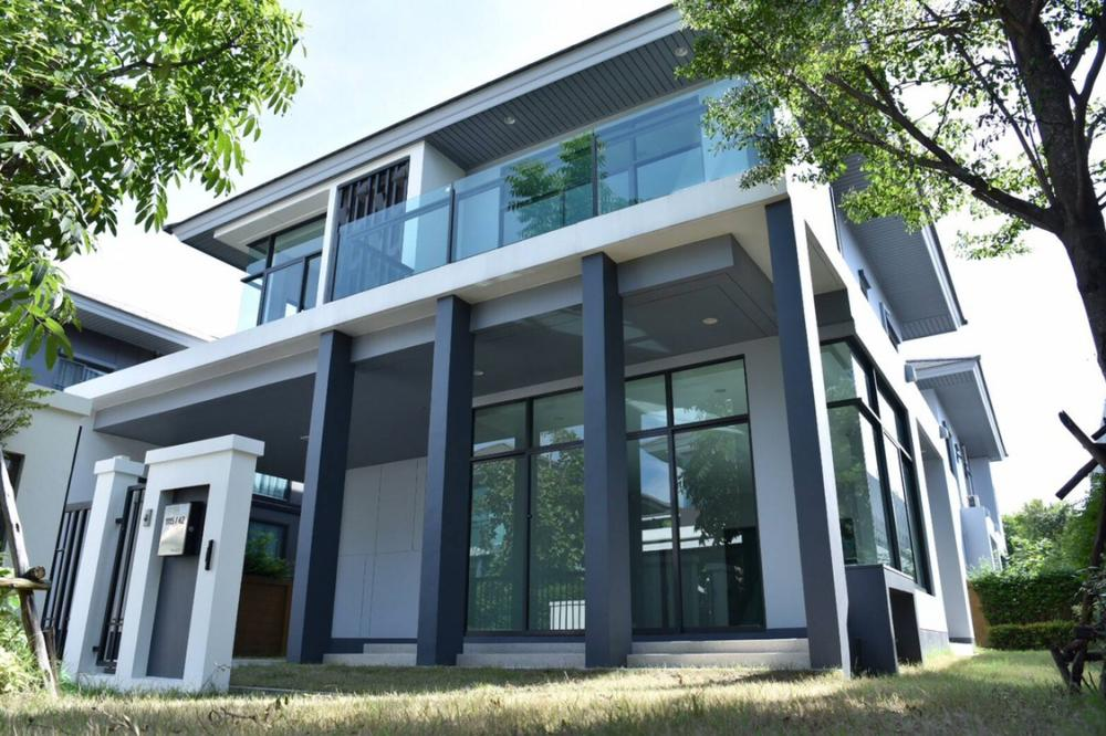 For SaleHousePattanakan, Srinakarin : 2-storey detached house for sale in Setthasiri Project New house development Haven't been near the corner near Suan Luang Rama 9.
