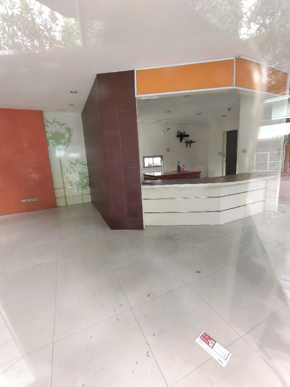 For RentWarehouseRatchadapisek, Huaikwang, Suttisan : #seerentsale #For Rent shop for every business, warehouse, office, not deep in the alley, walking distanceThere are more than 10 +++ parking spaces in the center of the city. MRT Ratchada, MRT Lat Phrao 18