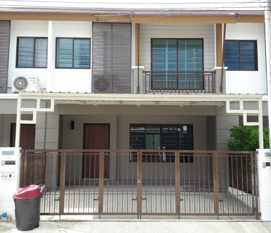 For RentTownhousePattanakan, Srinakarin : Townhouse for rent in Pruksa Ville 73, Pattanakarn 38/44, fully furnished, ready to move in