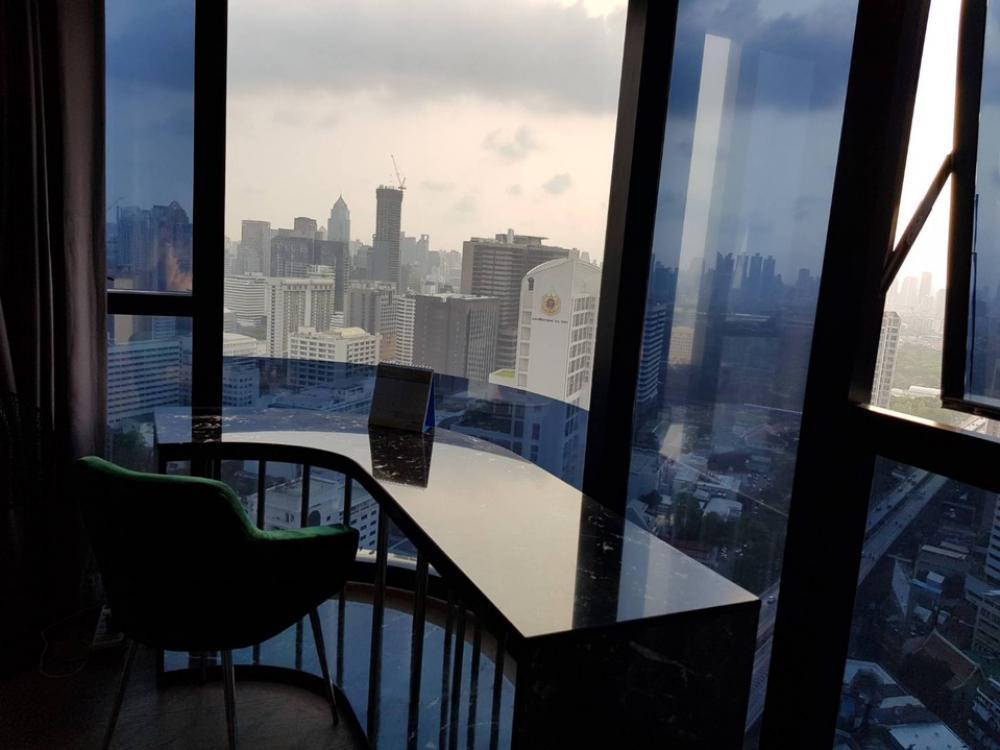 For SaleCondoSiam Paragon ,Chulalongkorn,Samyan : Condo sales, loss Ashton chula silom Mrt Sam Yan 2bedroom 63 sqm. 37 floor, price 16.39 MB. Silom View, Lumphini Park, Chao Phraya River.