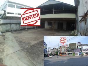 For RentWarehouseRatchadapisek, Huaikwang, Suttisan : ***Rent out*** Commercial Building and parking area at the Pracha Uthit, Meng Jai Junction.