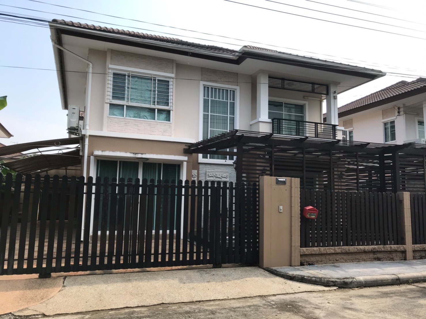 For SaleHouseVipawadee, Don Mueang, Lak Si : House for sale The Plant Village, Soi Ngipawadee 41, plus a full set of furniture Conveniently located on Wiphangdi Road This price is cheaper than buying a condo. Accommodate a large family, parking 4 cars
