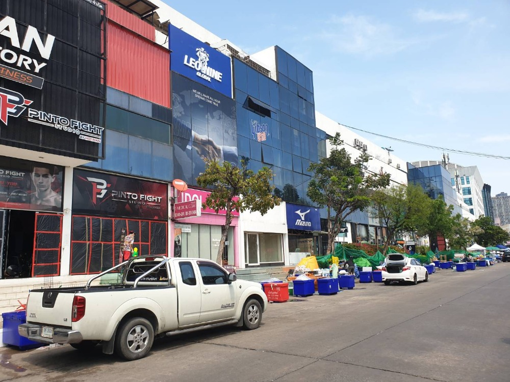 For RentShophouseRama9, Petchburi, RCA : 4-story building for rent * Very cheap * Opposite RCA, on Rama 9 main road