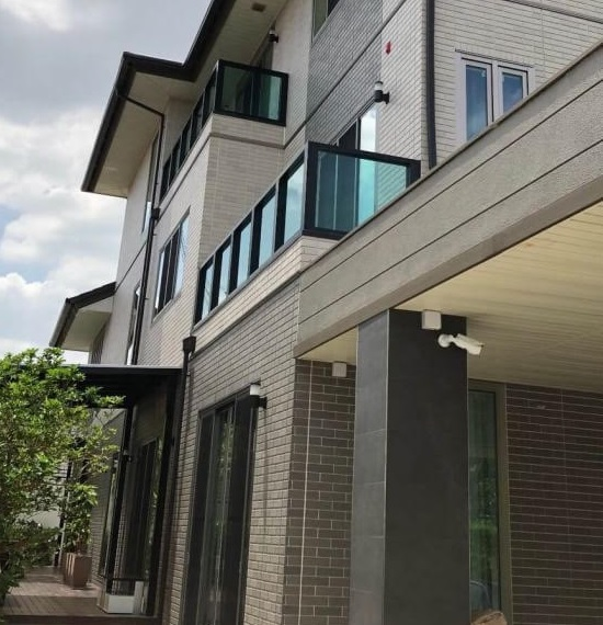 For SaleHouseOnnut, Udomsuk : 3-story luxury house for sale, well decorated, 4 bedrooms in Soi Pridi Banomyong