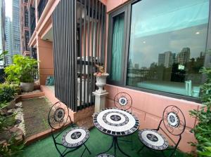 For RentCondoSukhumvit, Asoke, Thonglor : 32,000 THB (PRO Covid-19)1 Bed Large Terrace 65 Sqm @Aguston Sukhumvit 22 Pet Friendly